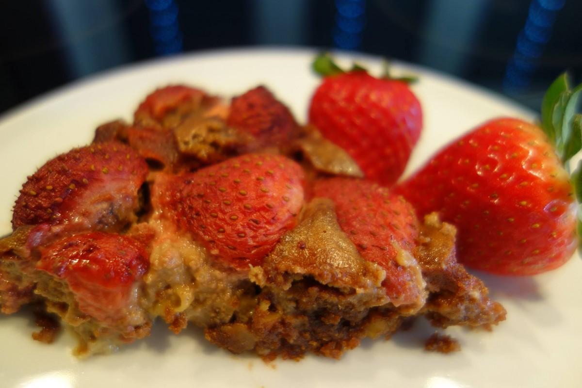 gateau fraises rhubarbes sans gluten sans lactose sans blanc d'oeufs